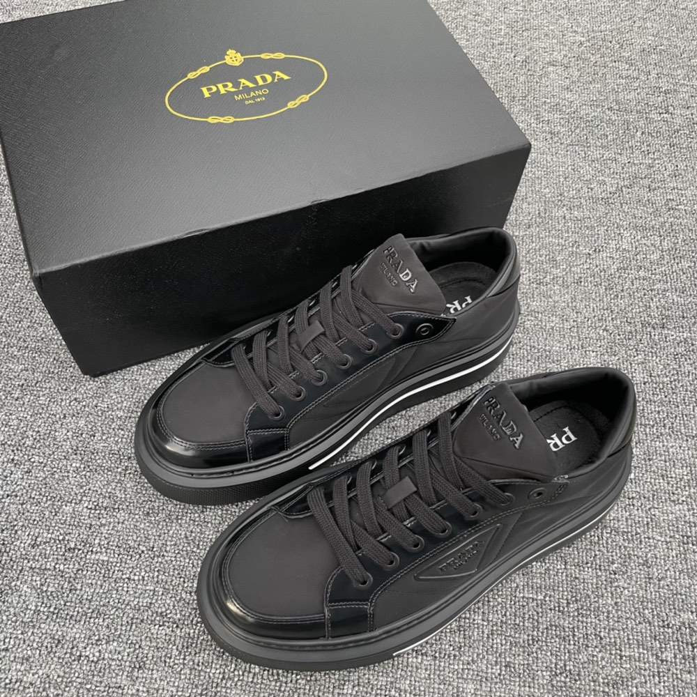 Кроссовки Macro Re-Nylon and brushed leather sneakers black