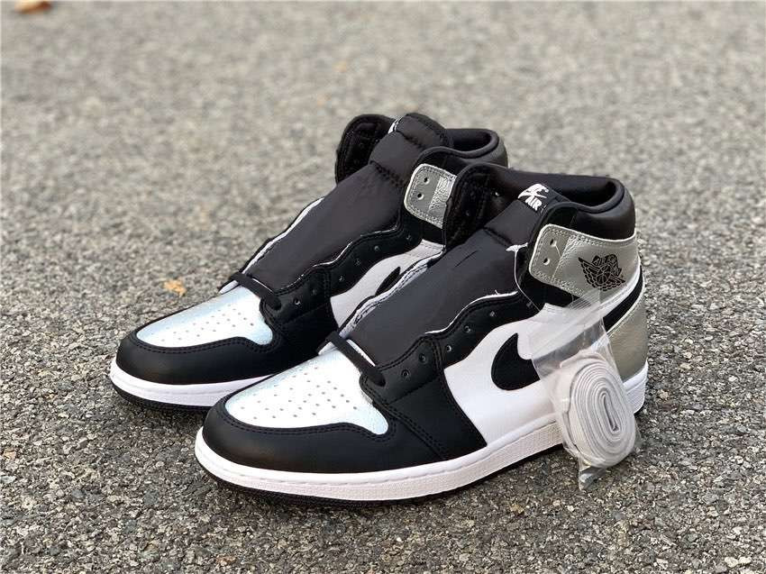 Кроссовки Air Jordan 1 High OG WMNS Silver Toe