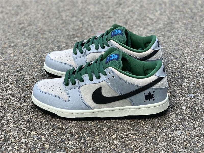 Кроссовки Dunk SB Low Pro Maple Leaf